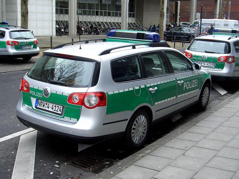 http://www.forumpassat.fr/uploads/1077_800px-vw_passat_variant_b6_type_3c_since_2005_polizei_nrw_germany_backright_2008-03-27_a.jpg